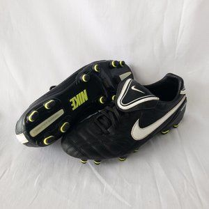 Nike Soccer Cleats - Black & White - Size 7